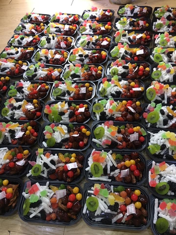 Mứt Tết trái cây bảy sắc cầu vồng, giật mình hàng cao cấp 35.000 đồng/kg - Ảnh 1.