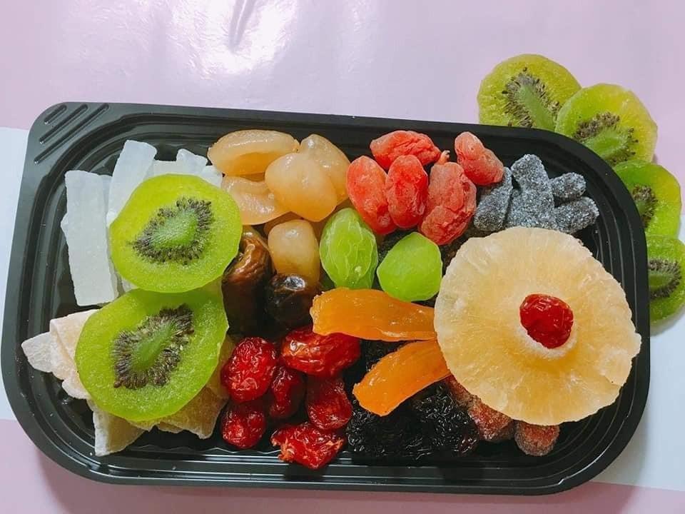 Mứt Tết trái cây bảy sắc cầu vồng, giật mình hàng cao cấp 35.000 đồng/kg - Ảnh 2.