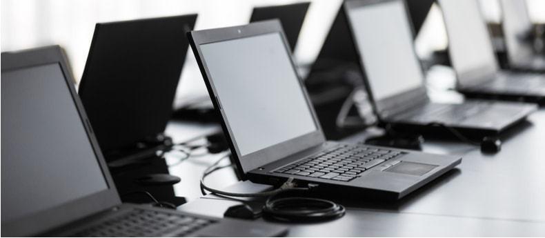 Laptop-giam-gia-soc-don-chao-thang-11 thumb