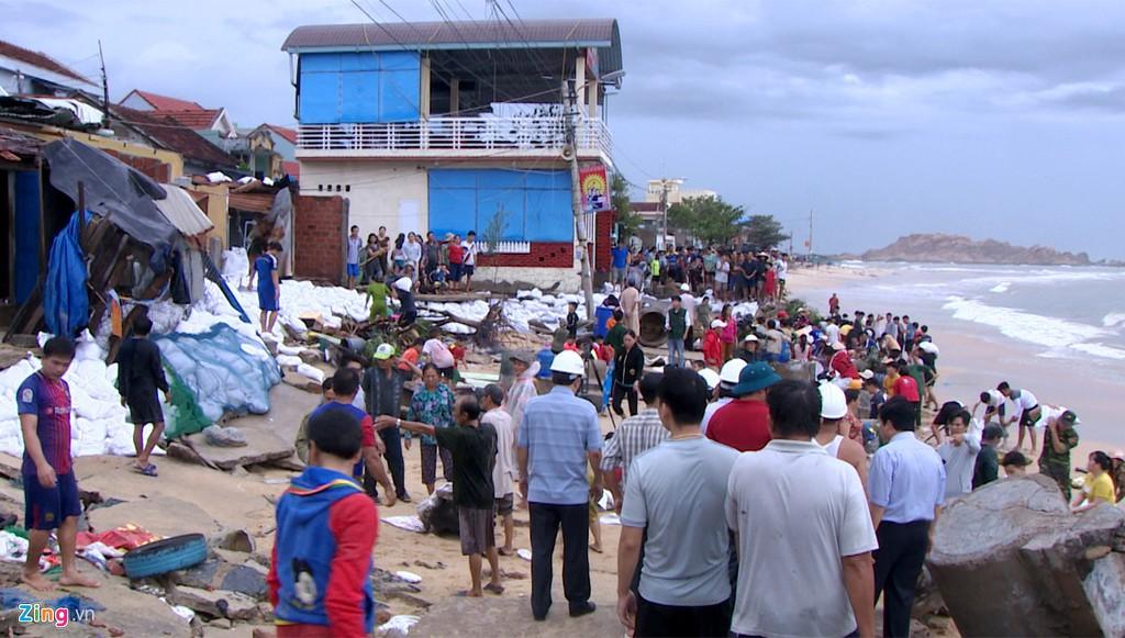 Xác xơ sau bão, Bình Định ban bố tình trạng khẩn cấp - Ảnh 2.