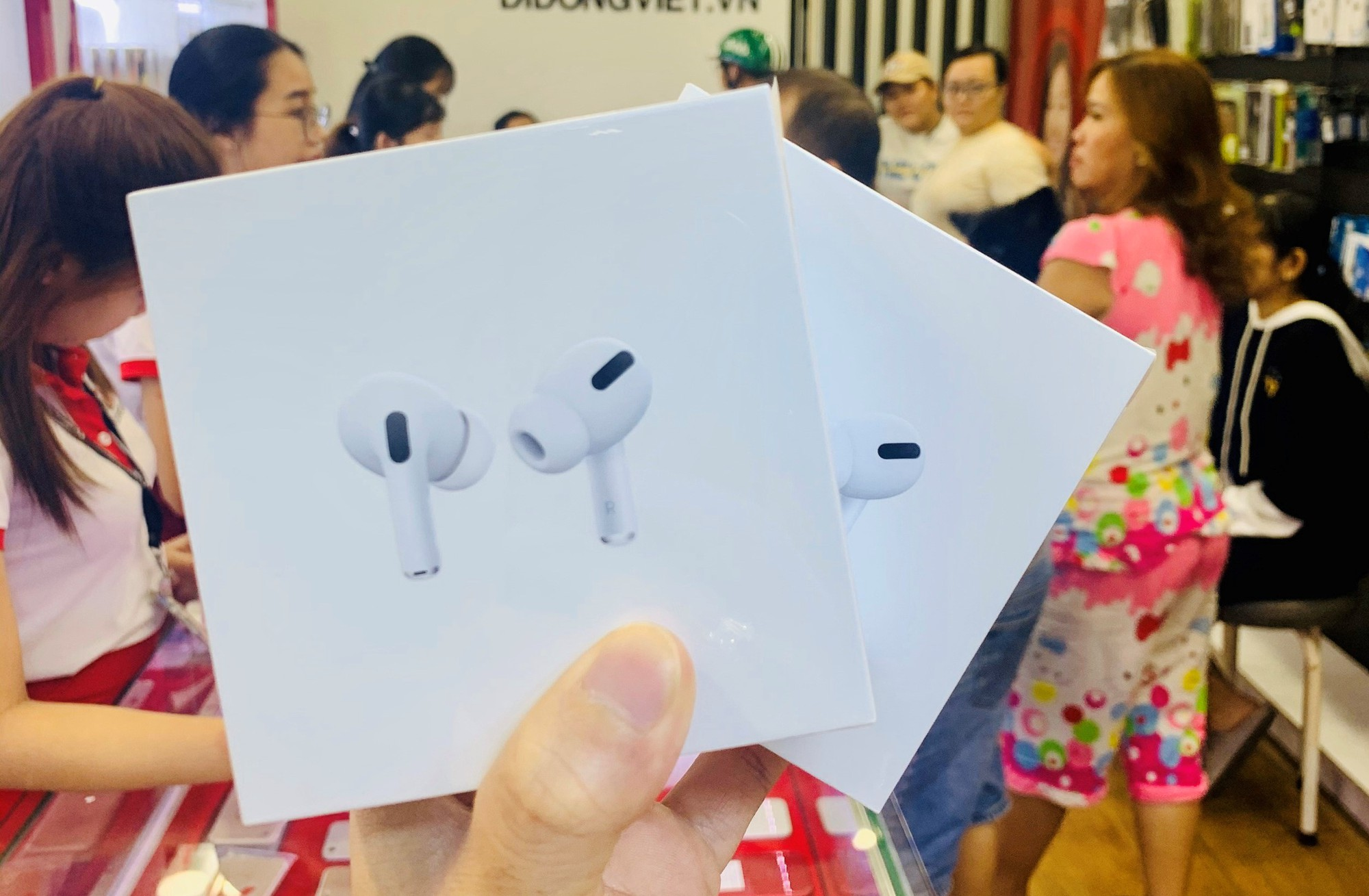 thong-tin-hinh-anh-gia-ca-airpods-pro-truoc-ngay-len-ke-chinh-thuc-cung-iphone-11-1