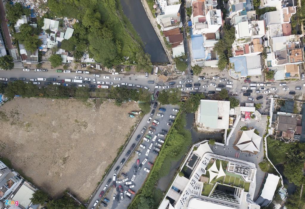 Thảo Điền - khu nhà giàu ngập nước, kẹt xe triền miên - Ảnh 1.