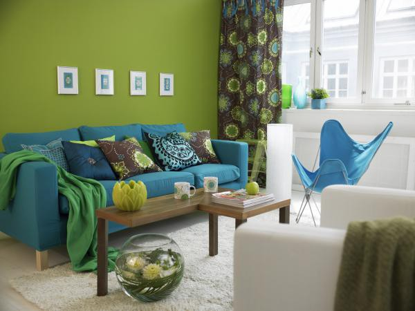227840-600x450-blue-sofa-in-living-room