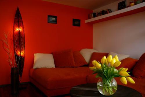 227844-500x333-orange-and-white-style-room
