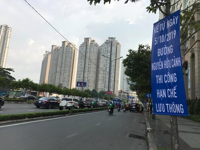 Lo nhà biến thành... hầm chứa nước khi nâng đường Nguyễn Hữu Cảnh - Ảnh 2.