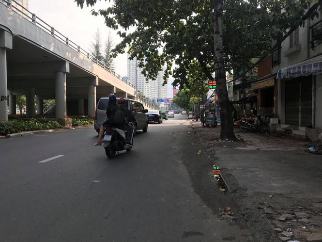Lo nhà biến thành... hầm chứa nước khi nâng đường Nguyễn Hữu Cảnh - Ảnh 3.