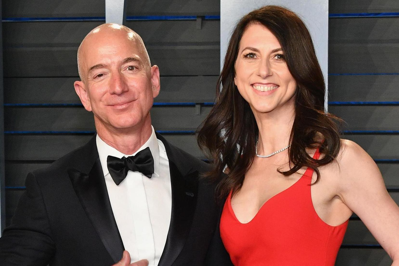 jeffbezos-mackenziebezos-amazon-1-14-19-012
