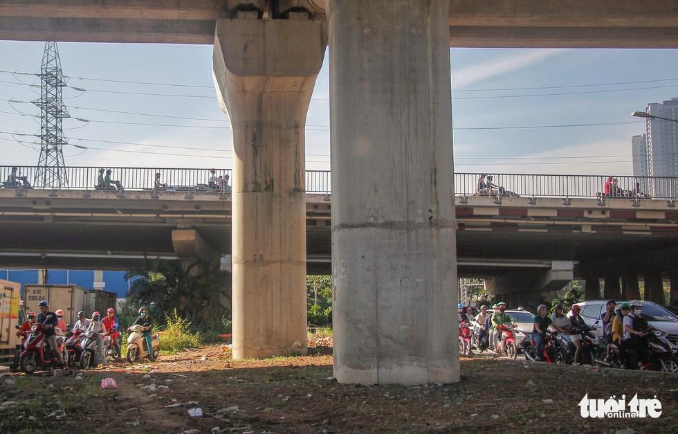 Giao thông khu Hàng Xanh, Nguyễn Hữu Cảnh vỡ trận ngay ngày đầu tuần - Ảnh 8.