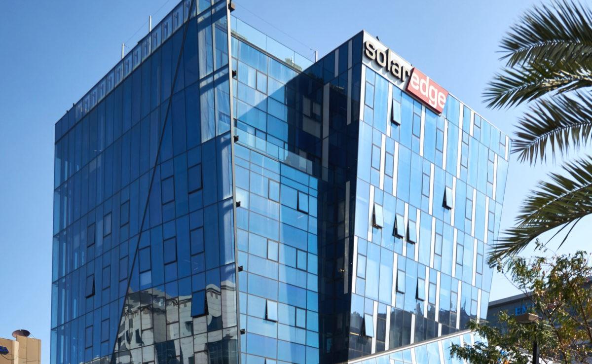 Huawei bị kiện bởi đối thủ Solaredge khi vận đen chưa hết với Google