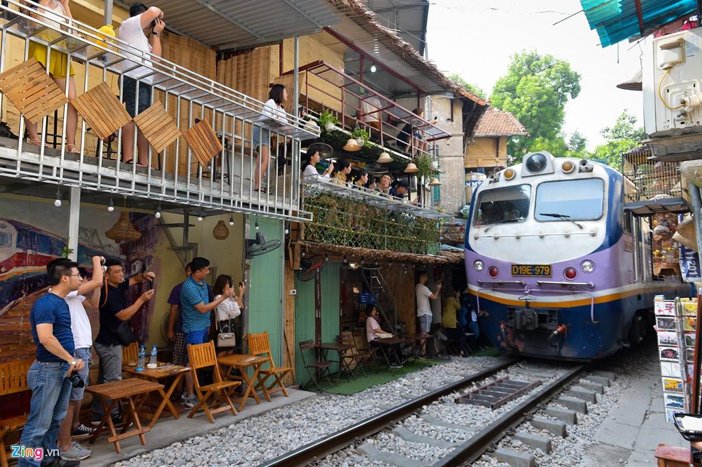 Dẹp bỏ cà phê đường tàu là kìm hãm phát triển du lịch? - Ảnh 2.
