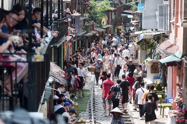 Từng xảy ra tai nạn thảm khốc ngay sát 'xóm cà phê đường tàu' ở Hà Nội - Ảnh 1.