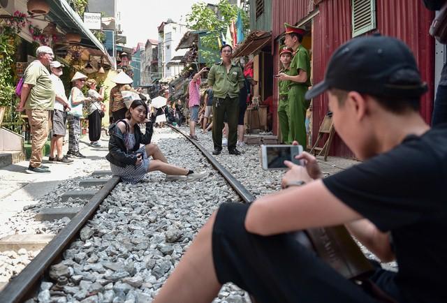 Từng xảy ra tai nạn thảm khốc ngay sát 'xóm cà phê đường tàu' ở Hà Nội - Ảnh 2.