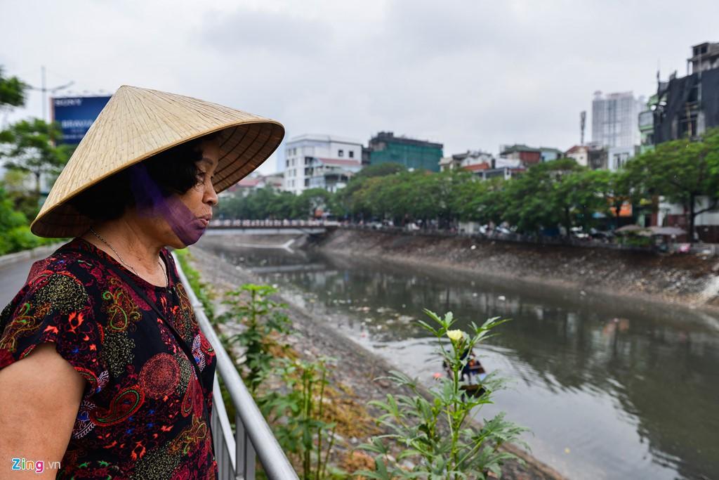 Rác nổi lềnh bềnh mặt sông Tô Lịch sau mưa - Ảnh 5.