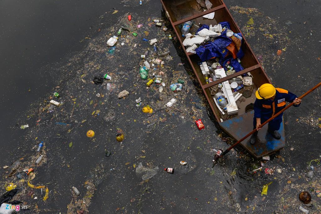 Rác nổi lềnh bềnh mặt sông Tô Lịch sau mưa - Ảnh 7.