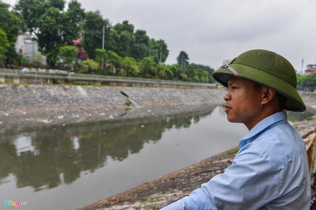 Rác nổi lềnh bềnh mặt sông Tô Lịch sau mưa - Ảnh 9.