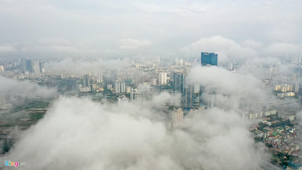 Mây quanh tòa nhà cao nhất Hà Nội sau khi không khí tốt đột biến - Ảnh 1.