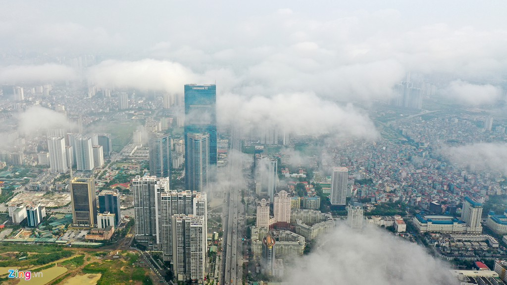 Mây quanh tòa nhà cao nhất Hà Nội sau khi không khí tốt đột biến - Ảnh 2.