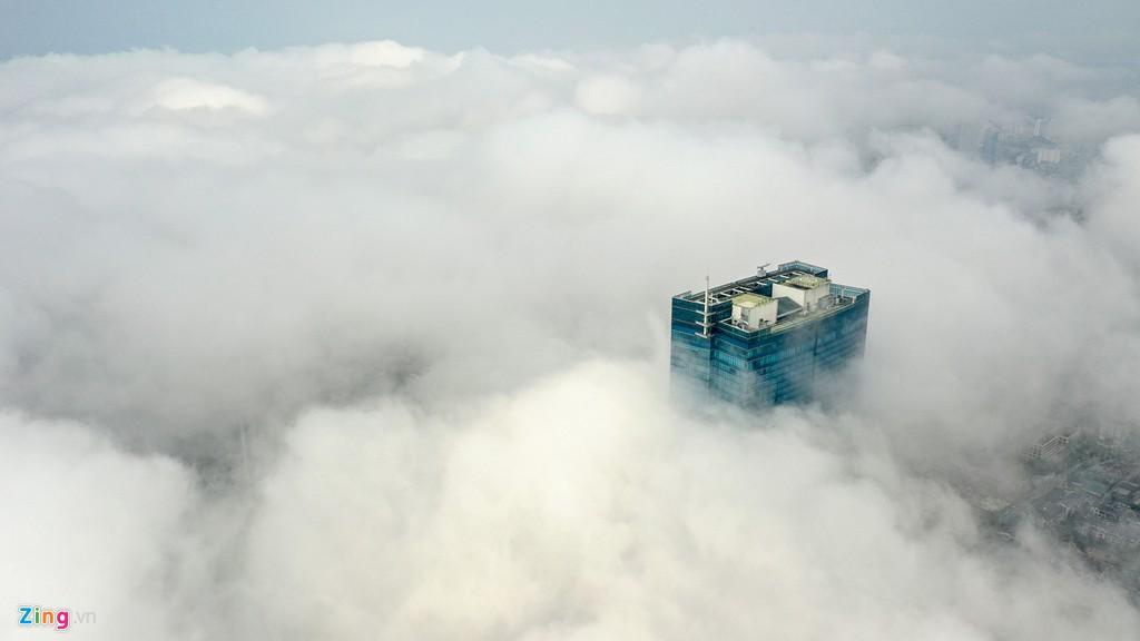 Mây quanh tòa nhà cao nhất Hà Nội sau khi không khí tốt đột biến - Ảnh 3.