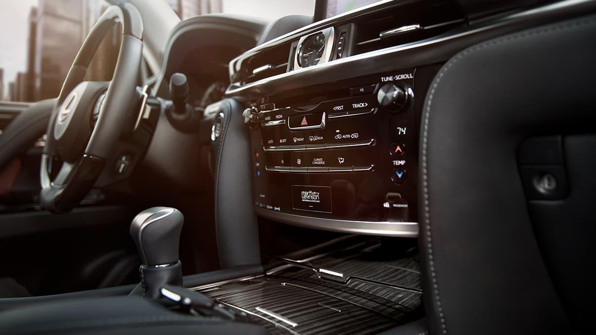 Lexus-LX-570-black-panel-console-illuminated-gallery-overlay-1204x677-LEX-LXG-MY19-0012_M75