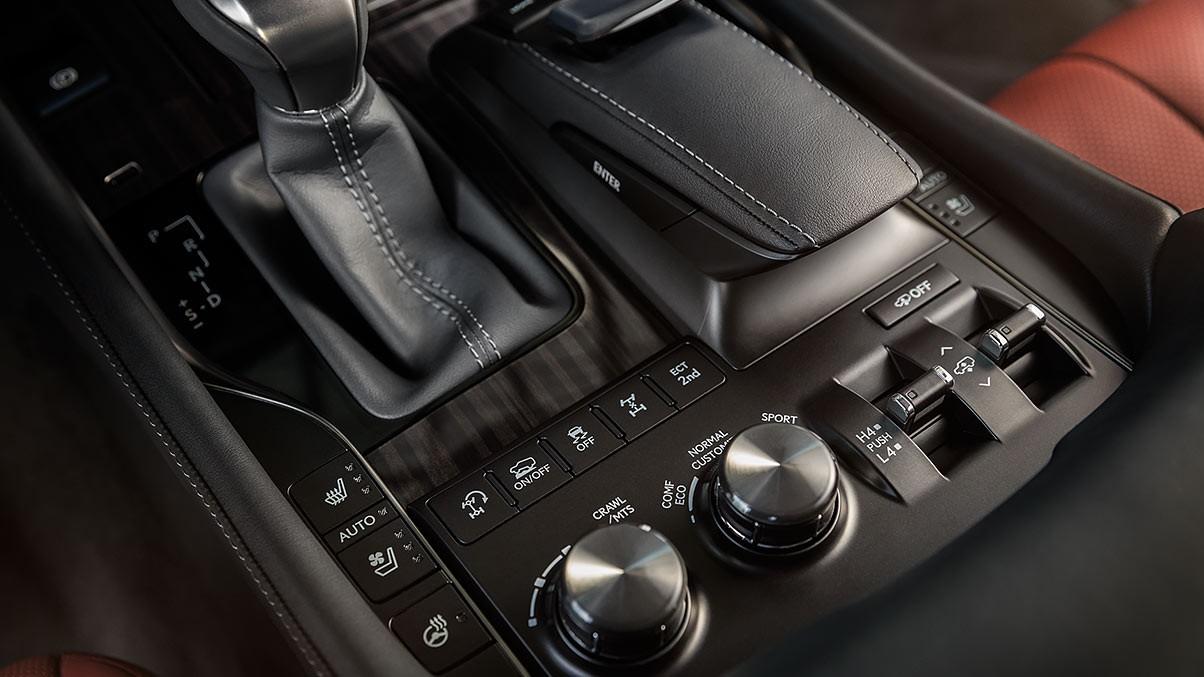 Lexus-LX-570-capabilitycontrols-gallery-overlay-1204x677-LEXLXGMY160005