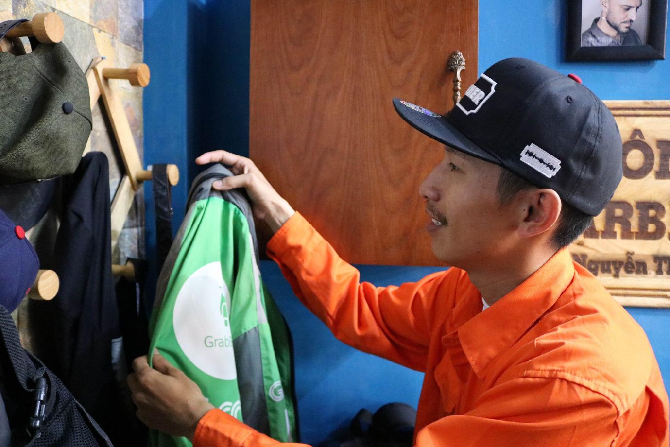 'Ngôi nhà màu cam' hớt tóc miễn phí cho hàng trăm tài xế mỗi ngày ở Sài Gòn - Ảnh 4.