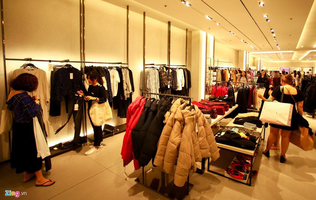 Ngã tư thời trang ở TP HCM, nơi đại gia ngoại chen chân giữ chỗ - Ảnh 6.