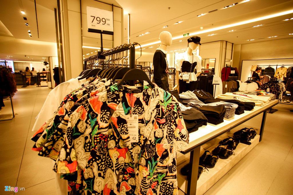 Ngã tư thời trang ở TP HCM, nơi đại gia ngoại chen chân giữ chỗ - Ảnh 7.