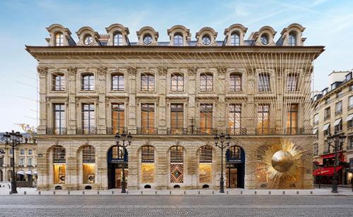 Những 'cuộc săn mồi' của ông chủ Louis Vuitton, Dior - Ảnh 2.