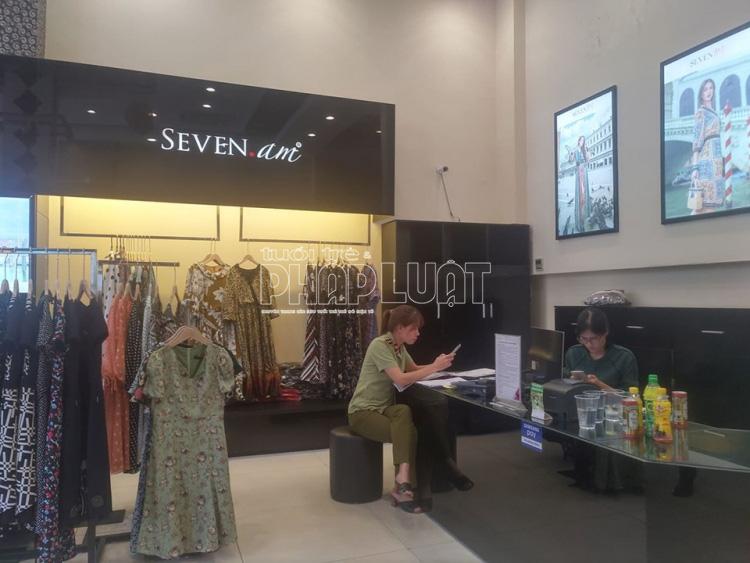 Bài 3: Quản lí thị trường đồng loạt kiểm tra các cửa hàng SEVEN.AM ở Hà Nội - Ảnh 3.