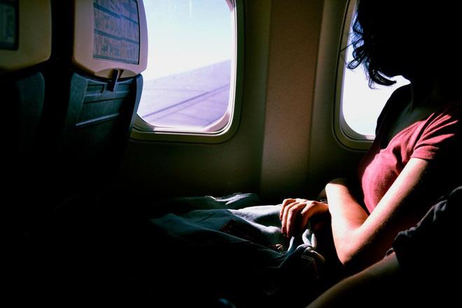 Bí quyết tránh mệt mỏi trên những chuyến bay dài - Ảnh 4.