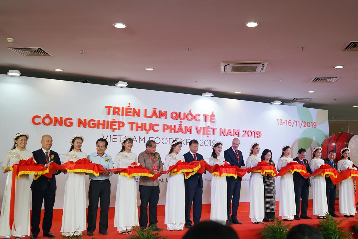 Tân Hiệp Phát tham gia gian hàng Thương hiệu quốc gia Việt Nam tại triển lãm Vietnam Foodexpo 2019 - Ảnh 1.