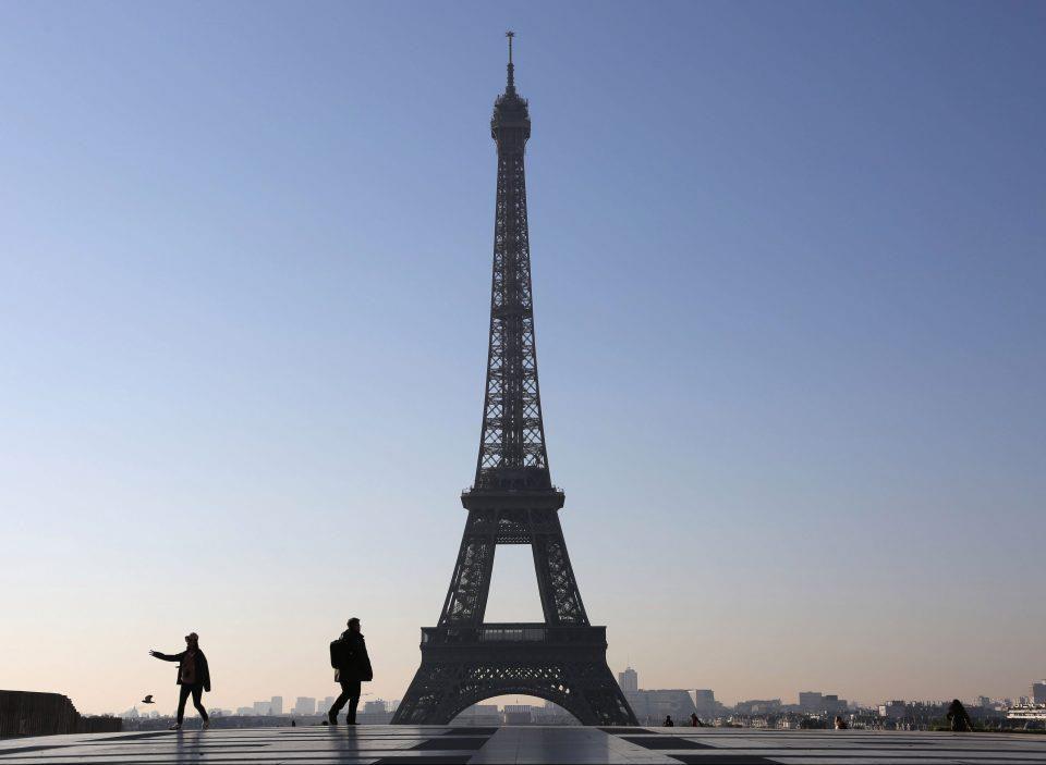 Tháp Eiffel và 10 điểm du lịch nổi tiếng cấm chụp ảnh - Ảnh 2.