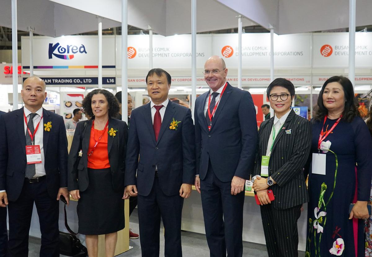 Tân Hiệp Phát tham gia gian hàng Thương hiệu quốc gia Việt Nam tại triển lãm Vietnam Foodexpo 2019 - Ảnh 2.