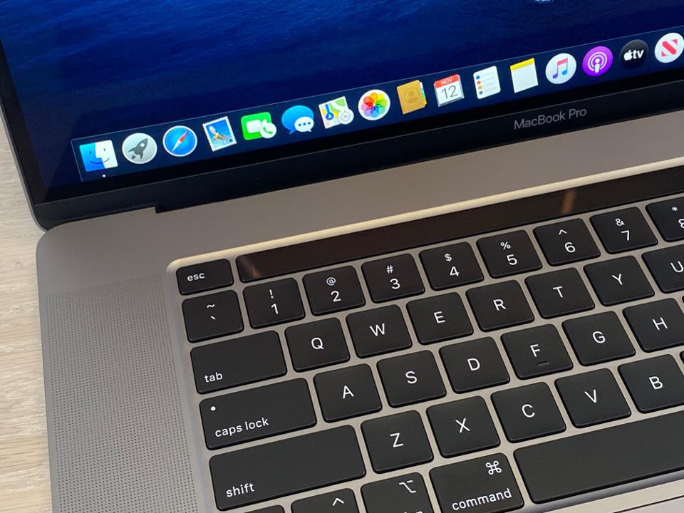 Ban-phim-MacBook-Pro-moi-that-ra-la-thiet-ke-da-co-tu-lau-doi