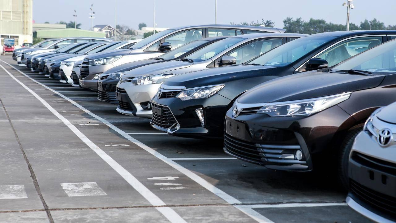Tồn kho hàng chục nghìn xe, ô tô mùa Tết đại hạ giá - Ảnh 1.