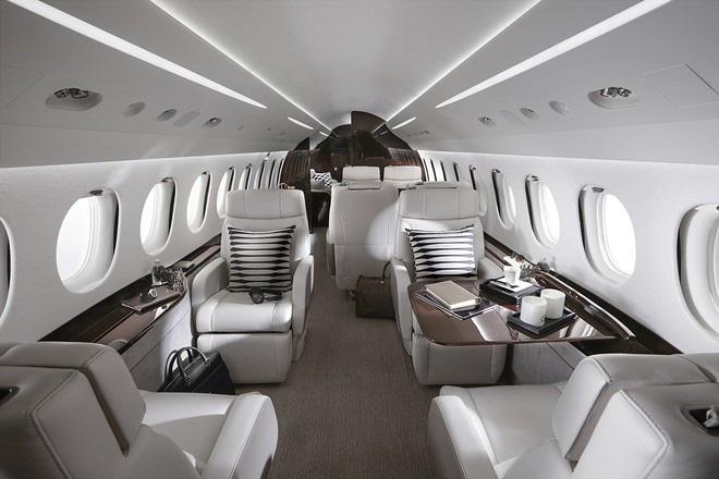 Hai doanh nhân Việt mua máy bay riêng Falcon giá hàng chục triệu USD - Ảnh 1.