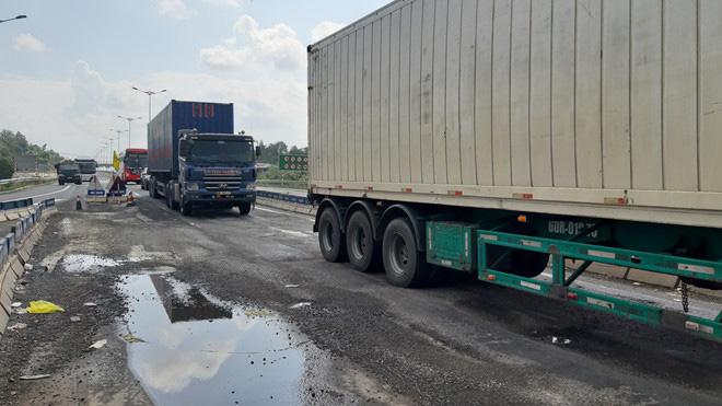 Đầu tuyến cao tốc Đà Nẵng - Quảng Ngãi vừa sửa đã có dấu hiệu hư hỏng - Ảnh 3.