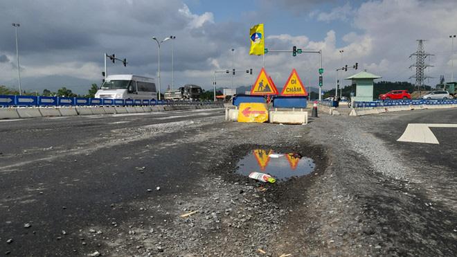 Đầu tuyến cao tốc Đà Nẵng - Quảng Ngãi vừa sửa đã có dấu hiệu hư hỏng - Ảnh 4.