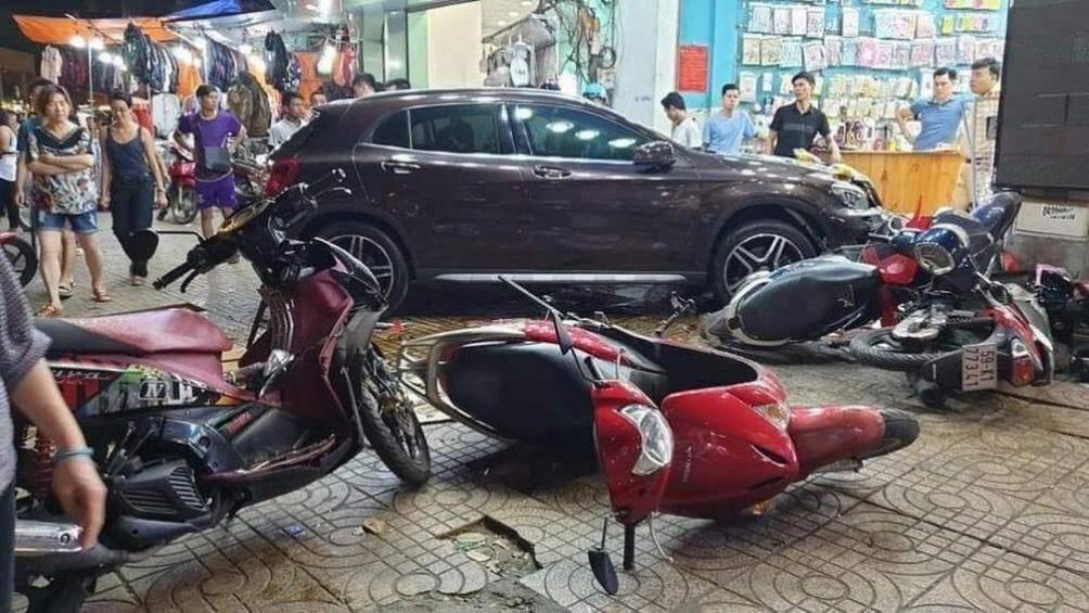 Vì sao xe Mercedes-Benz liên tiếp gây tai nạn liên hoàn, khó hiểu? - Ảnh 3.
