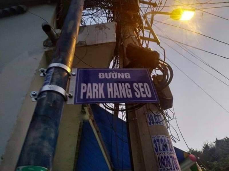 Sở VH&TT nói về việc dân tự gắn tên đường ông Park Hang-seo - Ảnh 1.