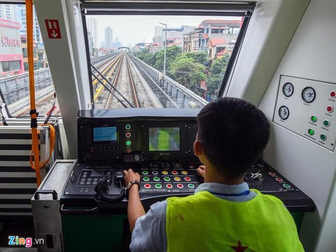 300 nhân công đường sắt Cát Linh nghỉ việc được tuyển bổ sung - Ảnh 1.
