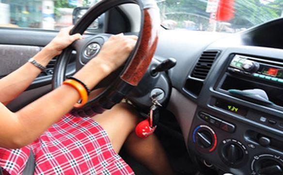 Những kĩ năng lái xe cần thiết cho phụ nữ để tránh tai nạn - Ảnh 2.