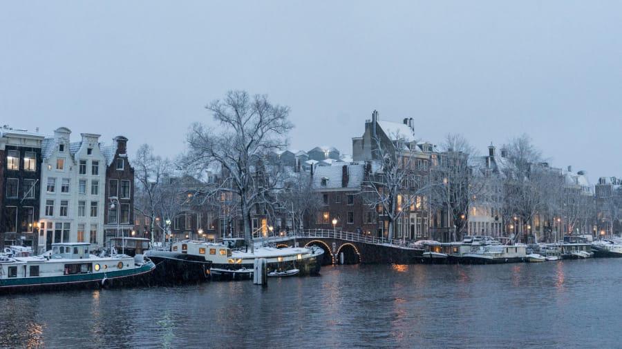 10 thành phố đẹp nhất vào mùa đông cho khách du lịch - Ảnh 4.