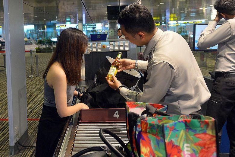 Mang nhiều tiền, vàng và các qui định xuất nhập cảnh ở sân bay - Ảnh 7.