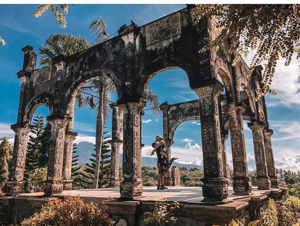 Cung điện tại Bali thu hút các tín đồ du lịch - Ảnh 1.