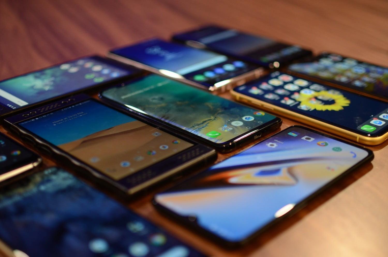 Dien-thoai-giam-gia-tuan-nay-Samsung-Galaxy-va-dien-thoai-gia-re-co-nhieu-uu-dai 1