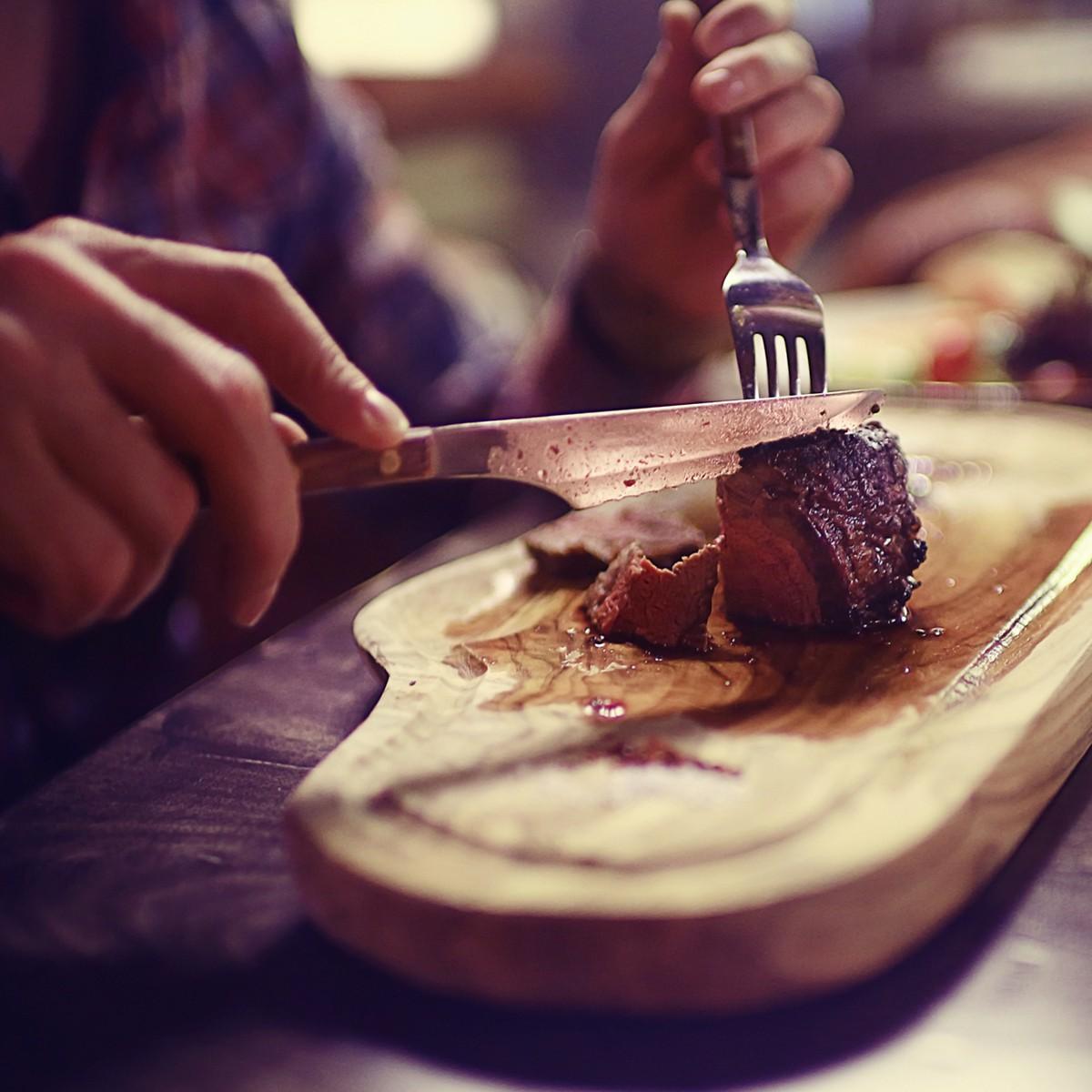 7 sai lầm thường mắc khi ăn bít tết ở nơi sang trọng - Ảnh 1.