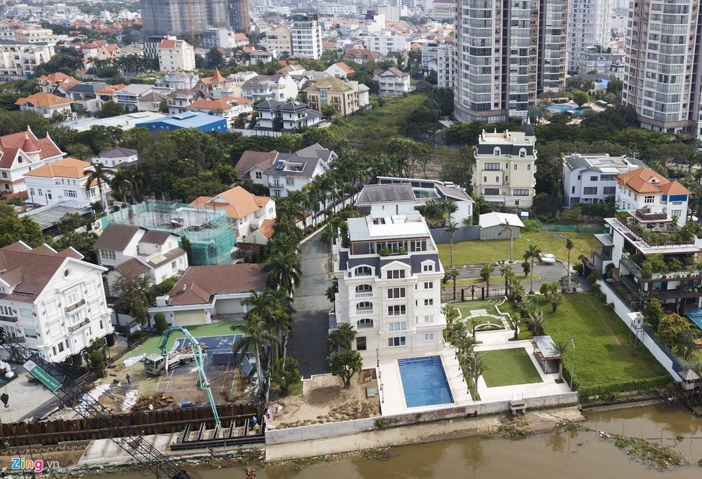Người dân bị cách li với bờ sông Sài Gòn tại khu Thảo Điền - Ảnh 4.