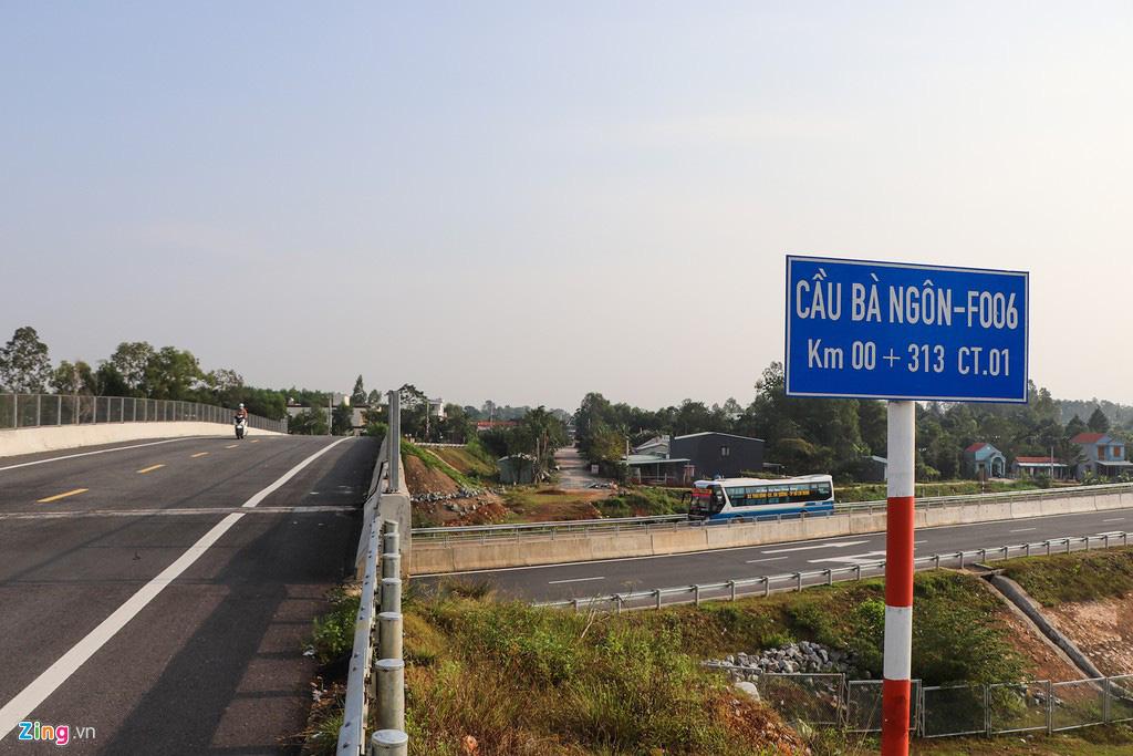 Vết toác dài trên đường dẫn cầu vượt cao tốc 34.500 tỉ - Ảnh 4.