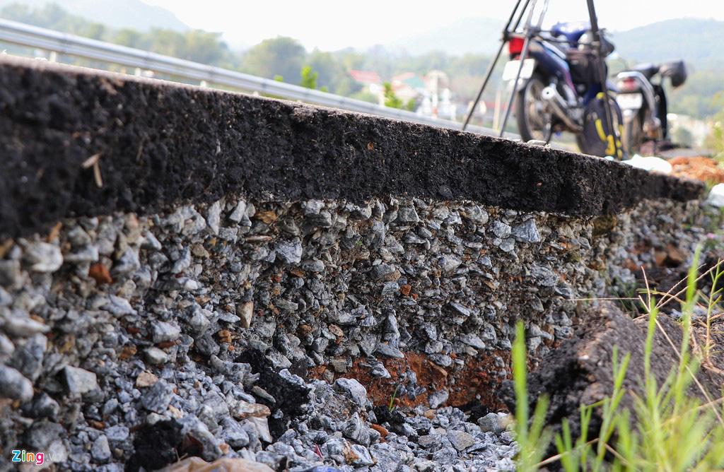 Vết toác dài trên đường dẫn cầu vượt cao tốc 34.500 tỉ - Ảnh 6.